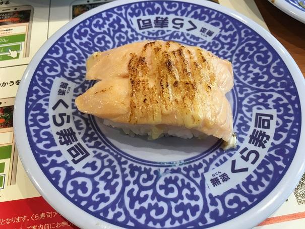 くら寿司-あぶりチーズサーモン握り