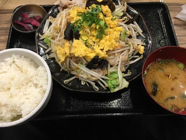マルキン商店-キクラゲと玉子炒め定食